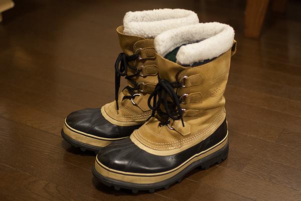グシャグチャの雪道をローファーで濡れながら歩いているバカ女子高生 ->画像>8枚